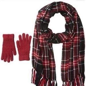 NWT. STEVE MADDEN Scarf & Gloves Set